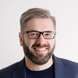 Paweł Tkaczyk podczas Szczytu: Jak sprzedawać więcej ubezpieczeń dzięki dobrej marce agenta ubezpieczeniowego.